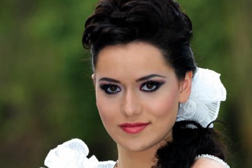 صور الممثلة التركية فهريه افجان Fahriye Evcen