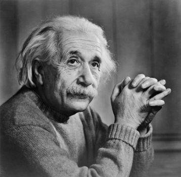 الحكومة أخرجت أينشتاين من قبره