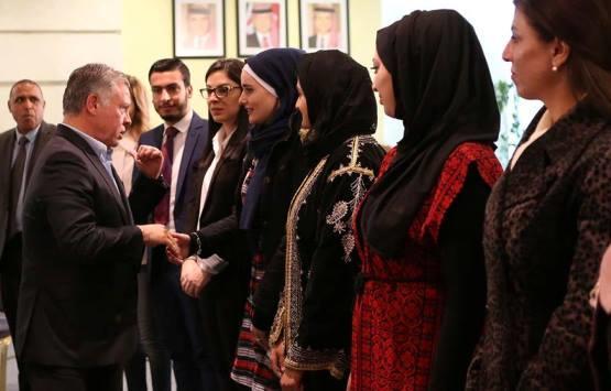 شاهدوا لقاء الملك بطلبة (الأردنية)