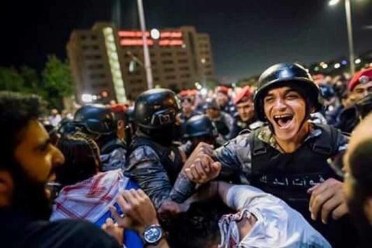 الصورة الأشهر في احتجاجات الأردن