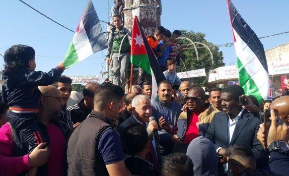 أردنيون يحتفلون باستعادة الباقورة والغمر بالأغوار