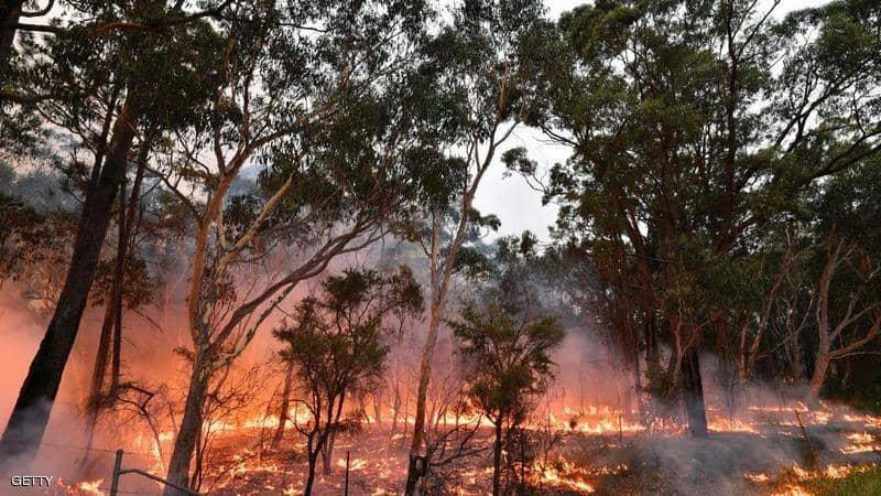 فرق الإطفاء الأسترالية تسابق الزمن