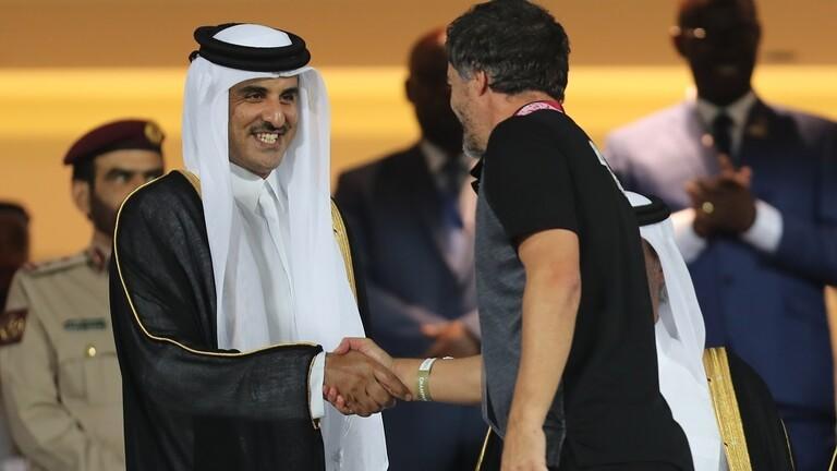 أمير قطر يتوج منتخب البحرين - فيديو