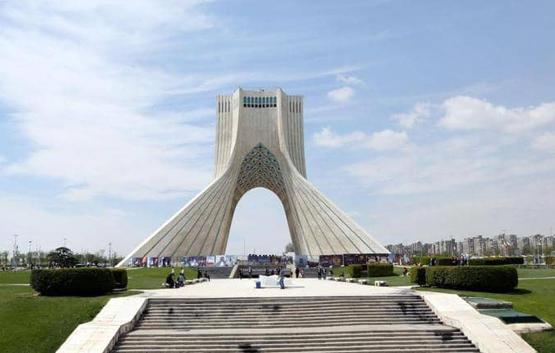 إيران تحذر من السفر لاميركا