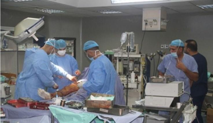 طبيب أردني يجري 17 عملية زراعة كلى في غزة