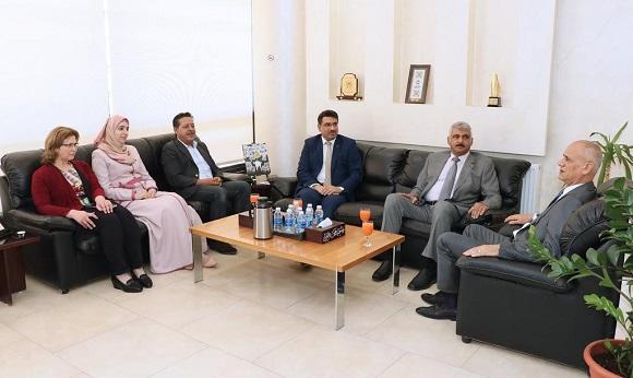 بحث التعاون الاكاديمي بين عمان العربية والملحقية الثقافية العراقية