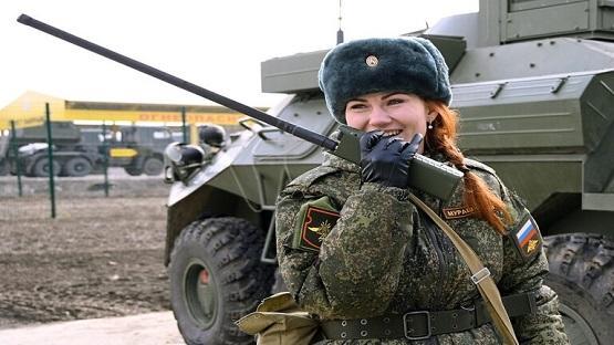 روس يبتكرون جهاز شحن للأجهزة العسكرية