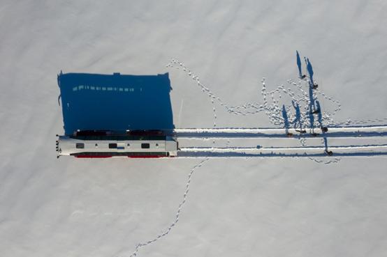 رحلة بالحافلة على نهر جليدي - صور