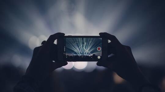 من يتجسس على كاميرات هواتفنا وكيف نحميها؟