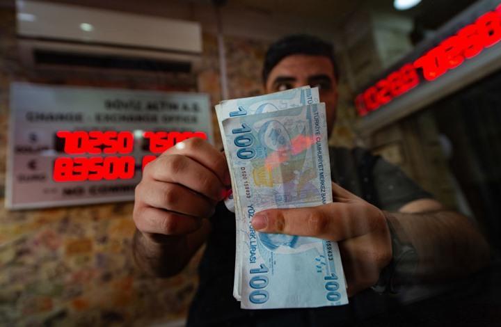 الليرة التركية تتدهور إلى مستوى قياسي