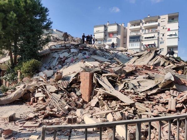 حصيلة اولية .. 4 قتلى وعشرات الجرحى بزلزال تركيا