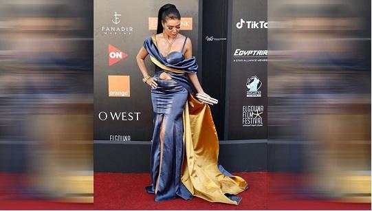 تعليق رانيا يوسف على تشبيه فتحة فستانها