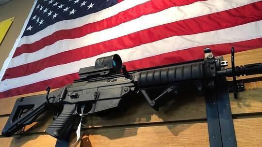مول أميركي يتراجع عن سحب الأسلحة من على الرفوف