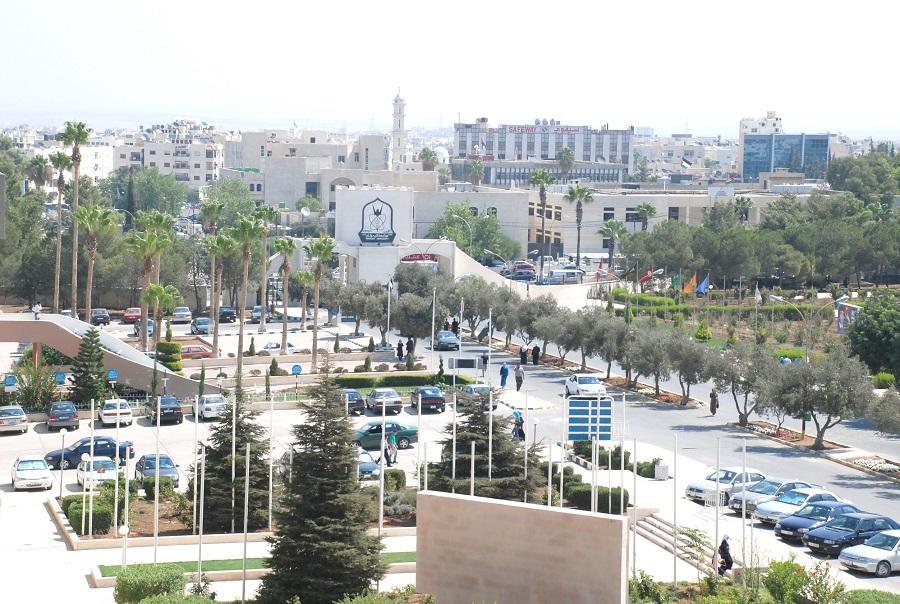 اليرموك تختتم مؤتمرها حول اللاجئين