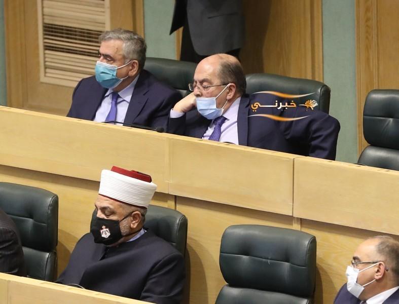 وزير النقل يغفو تحت القبة - فيديو