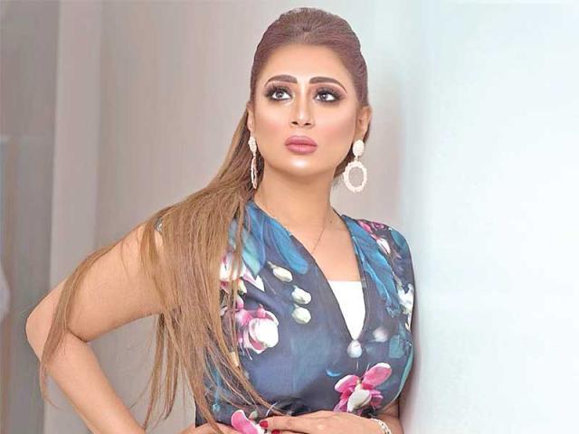 شيماء سبت تناشد إنقاذ ممثلة شهيرة