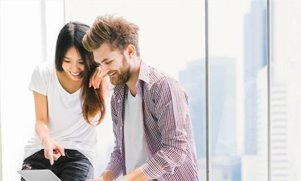 4 طرق لتجعلي زوجك منفتحاً في مشاعره تجاهك