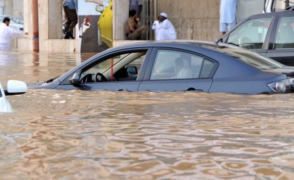 كيف تحمي سيارتك من الفيضانات - فيديو
