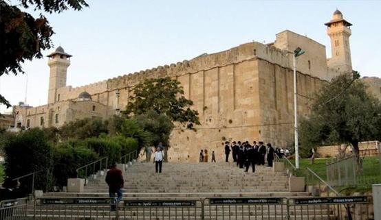 الاحتلال يمنع استكمال أعمال الصيانة بالحرم الإبراهيمي