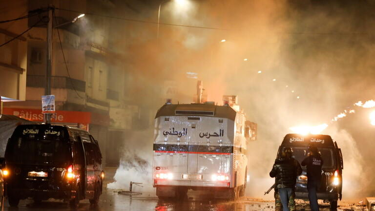 مطالبات بضبط النفس في تونس