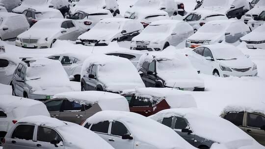 60 وفاة أثناء إزالة الثلوج في اليابان