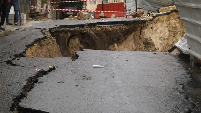 انهيار شارع في السلط