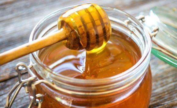 هذه كمية العسل التي يسمح بتناولها يوميا