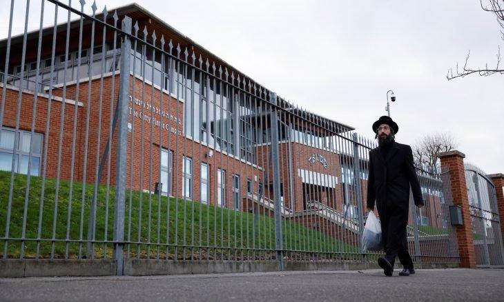 الشرطة تفرق حفل زفاف يهودي في لندن أقيم رغم الإغلاق- فيديو