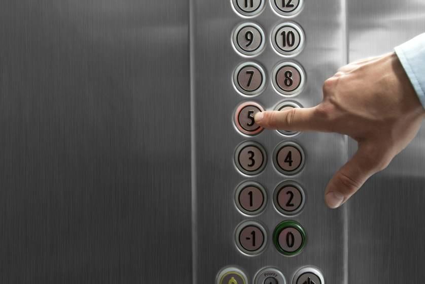 ابتكار تقنية تتيح طلب المصعد دون لمس الزر