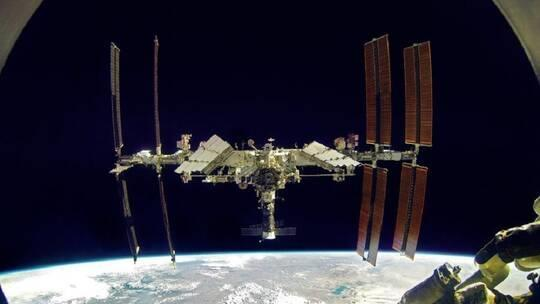 ماذا يفعل الشيبس بمحطة الفضاء الدولية؟