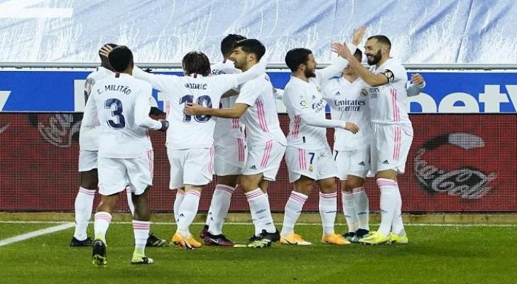 ريال مدريد ينتفض بالأربعة أمام ألافيس