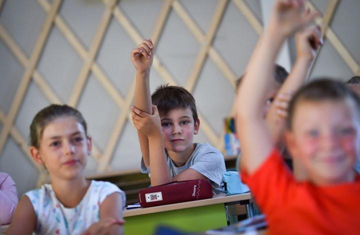 ما آثار تربية الأطفال على لغتين مختلفتين؟