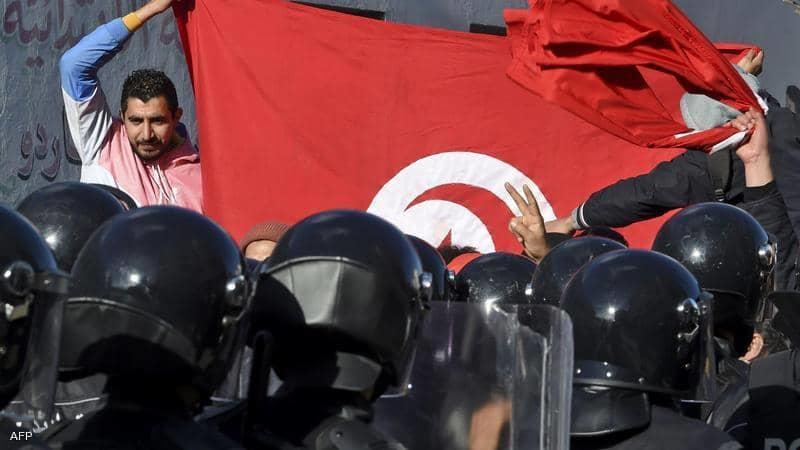 تعديل وزاري مثير للجدل في تونس