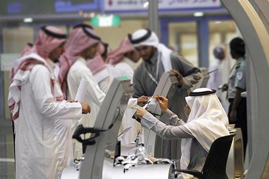 السعودية تسمح بإصدار إقامات العمل