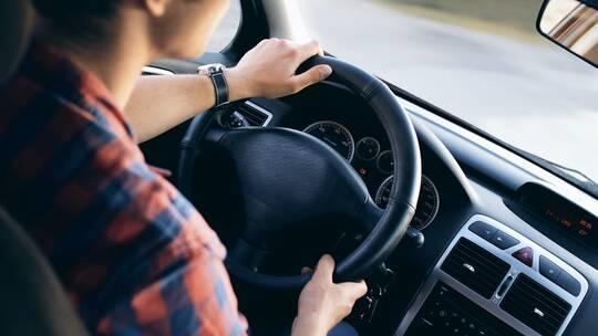 حذار من هذه الأخطاء عند ركن السيارة