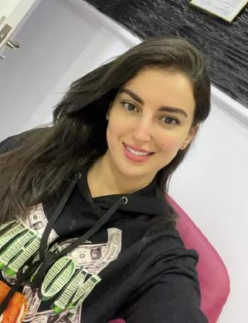 تداول صور لعارضة مغربية تشبه ياسمين صبري