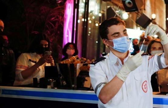 إسرائيل تخفف قيود كورونا بعد تطعيم نصف الاسرائيليين