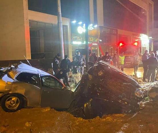 وفاة بحادث تصادم 3 مركبات في عمان - صور