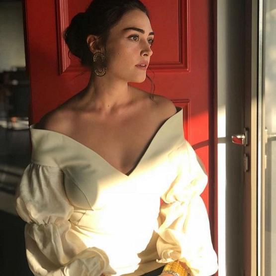 نجمة أرطغرل بورجو كيراتلي تدخل القفص الذهبي - صور