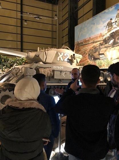 وفد من طلبة إعلام البترا يزورون متحف الدبابات الملكي