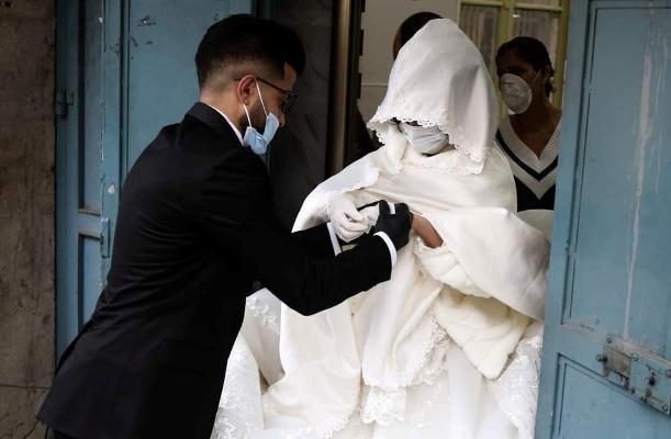 استدعاء عريسين أقاما حفلات زفاف بالزرقاء