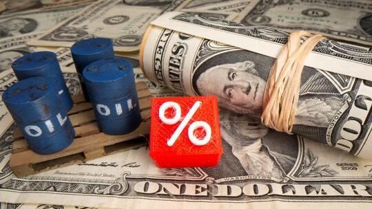 النفط يغلق قرب أعلى مستوياته في عام