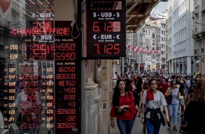 الليرة التركية تعاود الهبوط بعد رحلة صعود