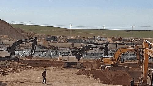 المياه تحفر بركا بجانب محطة جنوب عمان