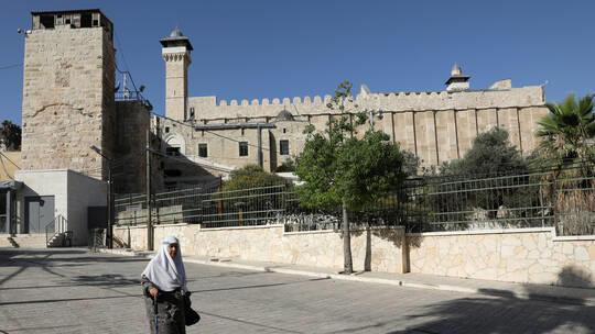 إسرائيل تمنع رفع الأذان في الحرم الإبراهيمي
