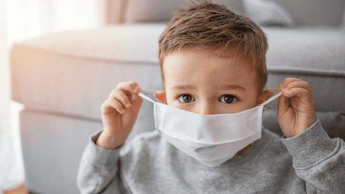 أطباء: الكمامة لا تحمي الأطفال