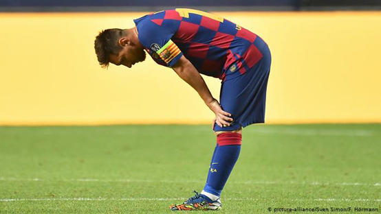 ميسي يرفض الاستماع لعروض الرحيل عن برشلونة