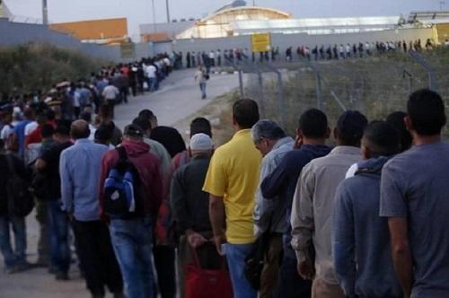 إسرائيل ستلقح العمال الفلسطينيين