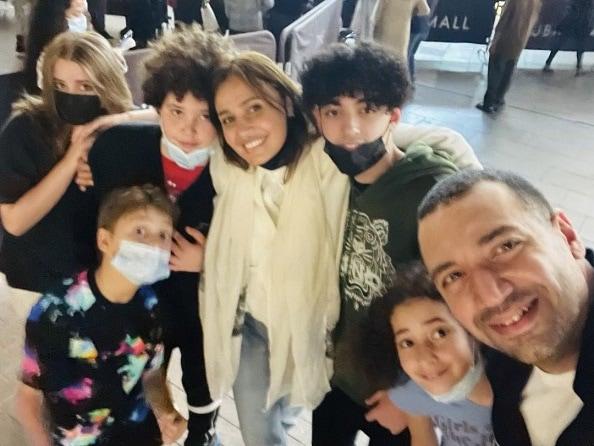 حلا شيحة مع زوجها وأبنائها في أول ظهور - صورة