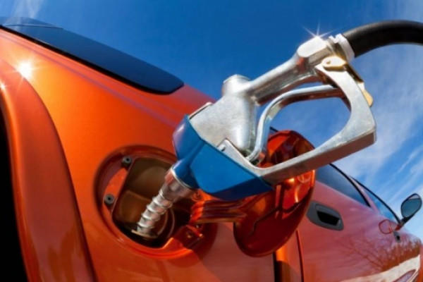 كيف تنظف خزان وقود السيارات؟
